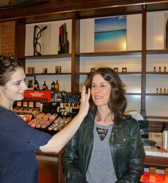 Lindsey applying my makeup